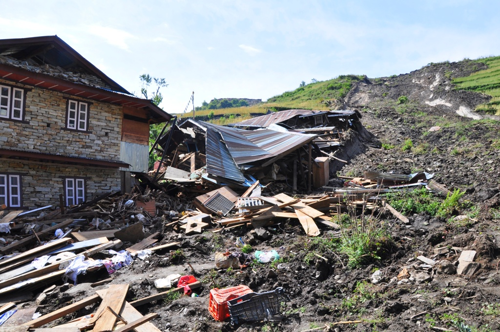 16. Landslides buried down complete houses in Yarmasing